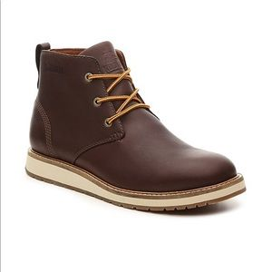 BNIB men's Kodiak Chase brown leather chukka boots